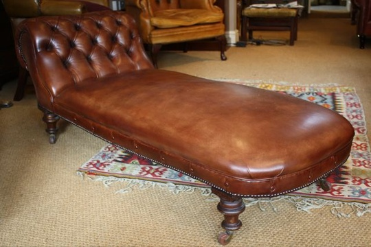 Victorian leather chaise longue leather chairs of bath for Antique leather chaise