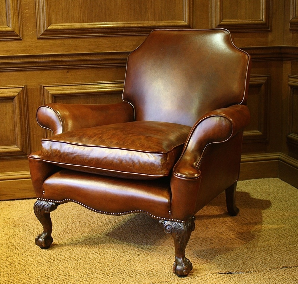 Antique leather armchair -  Carved Leg Elegant Leather Antique Armchair